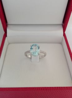 White gold ring (18 kt) with oval aquamarine (3.53 ct) and natural diamonds for 0.18 ct