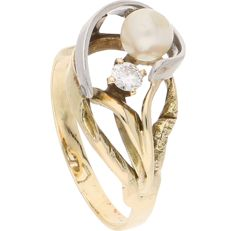 14 kt - Bi-colour ring set with a pearl and a brilliant cut diamond of approx. 0.01 ct, in an elegant setting - Ring size: 19.25 mm