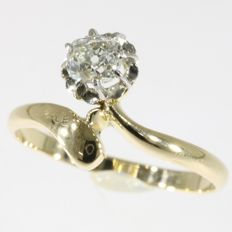 Antique Vintage gold engagement ring with one old mine brilliant cut diamond - anno 1900