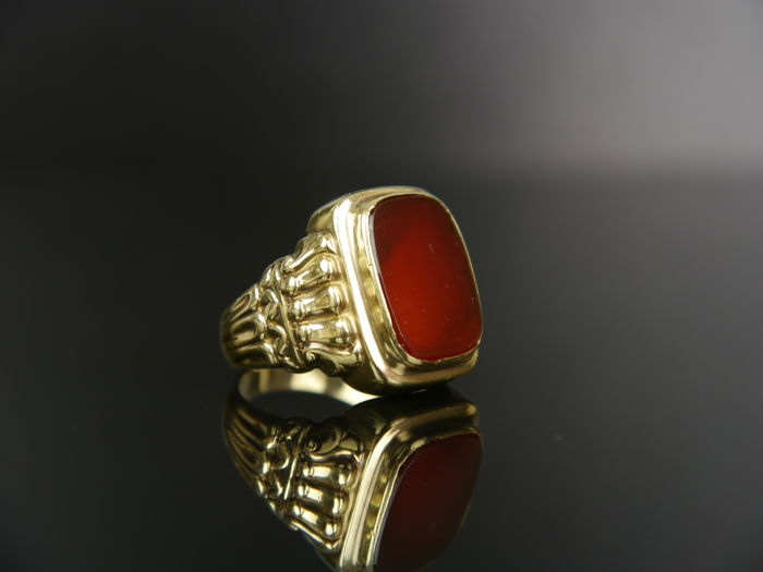 d64f2b7910a1d Antique men's gold ring with a carnelian, 585 gold. - Catawiki