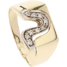 14 kt - Yellow gold ring set with 9 brilliant cut diamonds of approx. 0.135 ct in total in a white gold setting - Ring size: 20.25 mm