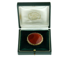 14 karat antique gold brooch set with oval cut agate - 15 grams