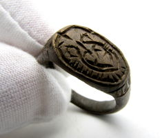 Bronze mythological ring with stylized Ravens  - 18 mm