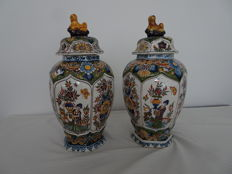 Tichelaar - 2 lidded vases with floral and chinoiserie decor