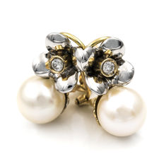 18 kt/750 white and yellow gold - Earrings - 2x brilliant cut diamonds - 2x cultured natural Akoya pearls