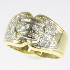 18krt Gold cocktail ring with 27 brilliant cut diamonds - anno 1980