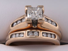 Diamond entourage ring set, approx. 0.83 ct with 0.55 ct. Centre stone - **No reserve price**