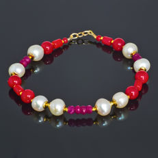Red coral bracelet with Pearls and Rubies – Length 20.5 cm, 18kt/750 yellow gold clasp