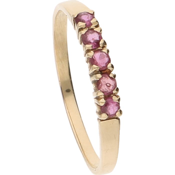 14 kt - Yellow gold ring set with five brilliant cut rubies - Ring size: 17.5 mm
