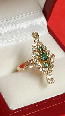 18 kt gold ring/diamonds/emeralds - size 52