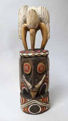 Ancestor janus sculpture with protection birds - Chambri lake - Papua New-Guinea