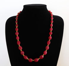 Carved ruby necklace with 14 kt gold clasp - 62 cm
