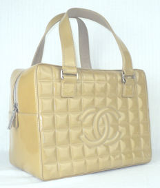 Chanel - Caramel Honey Patent Leather Chocolate Bar Hand Bag