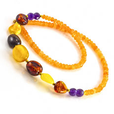 Tangerine Quartz, A grade Amethyst and Amber necklace – Length 44 cm, 18kt/750 yellow gold clasp