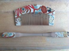 Old wooden hand-painted kushi (comb) and kanzashi (extending hairpin).