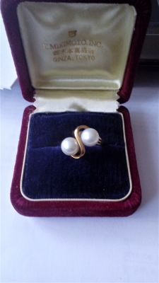 MikiMoto 18 Ct Gold And Cultued Pearl Ring - Size 'L'.