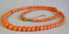 Antique Victorian coral necklace graduating in size with original rolled gold clasp