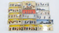Preiser/Noch/Faller H0 - 16 sets with figures, suitcases and attributes
