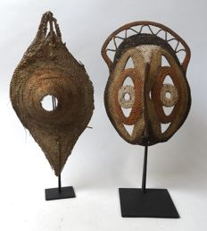 Yam mask and old talipoon piece - ABELAM - Papua New Guinea