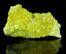 Sulphur crystals with transparent Celestine crystals  - 9.0 x 5.0 x 3.8 cm - 155 gm