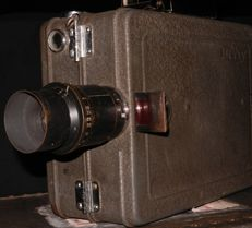 Very rare beautiful DEVRY 35 mm film camera with hand and motor operation