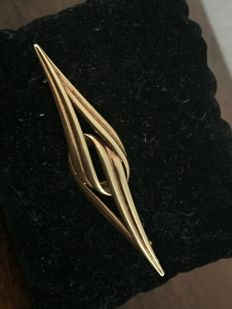 Stunning vintage estate signed gold brooch