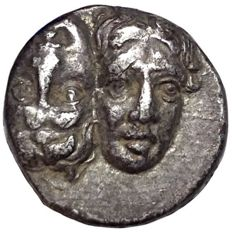 The Greek Antiquity - Moesia Inferior, Istros c. 400-350 BC - AR Drachm (Silver; 17mm; 4,06g) - Two male heads / Eagle - AMNG 420; SNG Cop 195.