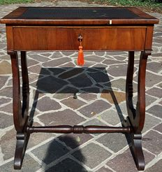 Work side table with lyre shaped legs - walnut - Biedermeier - Austria - first half of 19th century