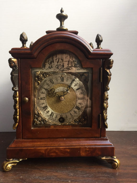 """Zwijgertje"" - English table clock - second period 1900"