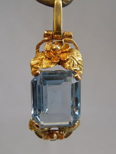 18kt gold pendant with light blue spinel of 7.0ct.