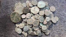 Roman Empire - Lot with 140 Roman AE coins, various emperors
