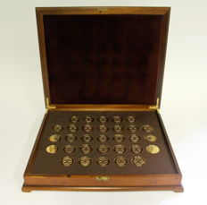 Complete works of Vermeer - 31 (plus 2) in gold on silver medals - in luxury wooden box