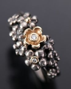 Pandora - Sterling silver ring with diamonds 0,03 ct in 14 kt. gold flowers, size 57