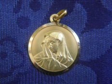 3 pendants with depictions of the Madonna, Jesus Christ and Santa Rita in 18 kt gold - 18 mm