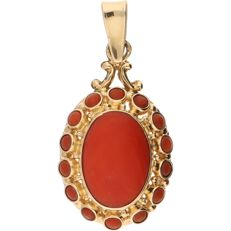 14 kt - Yellow gold pendant set with 15 cabochon cut precious corals - Length x width: 32 mm x 15.5 mm