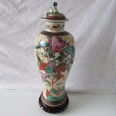 Nanking vase with lid with a decoration of warriors - China - around 1900