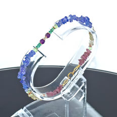 Multi-gemstone bracelet with Emeralds and Diamond 0.07 carat   – Length 19 cm, 18kt/750 yellow gold clasp