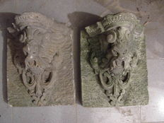 Two capitals in stone grit - Italy - 20th century
