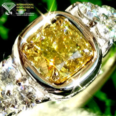 Engagement Solitaire Diamond  Ring VVs2 NATURAL FANCY INTENSE YELLOW DIAMOND 0.67 ct in 18 kt white gold Size 6.5 - IGI Certified - No Reserve