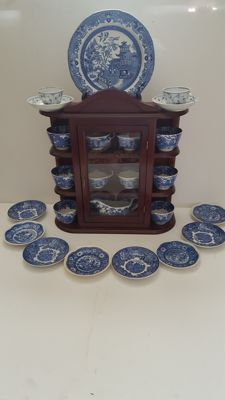 Wooden display cabinet with group of 25 blue pieces, Wedgwood, Wood's ware, Wilow