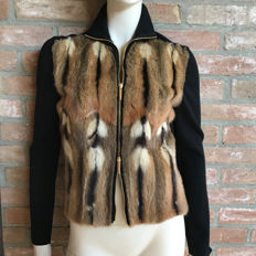 Gucci - Cashmere jumper with zipper and fur decorations.