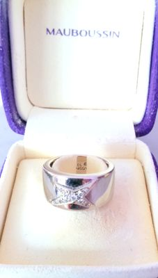 Mauboussin ring in 18 kt white Gold set with diamonds of 0.15 ct in pavé - 'Etoile Divine' - Size 53.