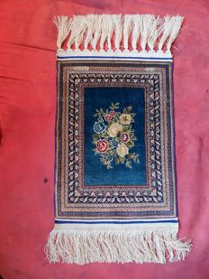 Very rare and extremely finely knotted Turkish silk Hereke carpet, 2,000,000 knots per m²