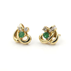 Yellow gold 18 kt/750 - Earrings - Emeralds 0.40 ct - Diamonds of 0.50 ct in total - Weight 4.15 g