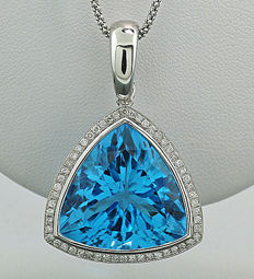 Brilliant topaz pendant, with a sparkling blue topaz of 28.42 ct, 750 white gold