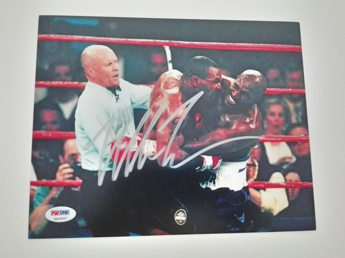 Photograph hand-signed by Mike Tyson - 8 x 10 - Classic fight against Holyfield - With a PSA/DNA certificate