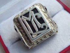 Antique silver men's wring with the initals TW / WT or ML / LM