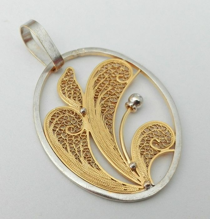19.2kt - White and Yellow Gold Pendant in Portuguese Filigree