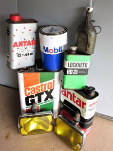 Lot of 8 items - pair of fog headlights and oil cans - second half of the 20th