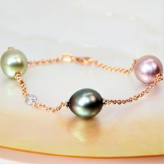 750 gold necklace with cultured multi-coloured pearl measuring 11 x 12 mm with diamond.